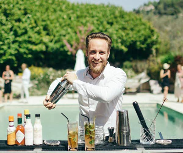 Private barman - L'Expérience bar Cannes barmaid at home mobile bartender for hire