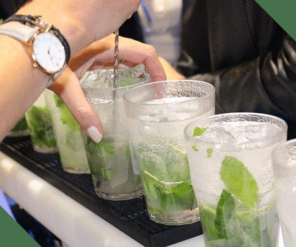Atelier cocktails L'Expérience Cannes anniversaires EVJF cours mixologie à domicile