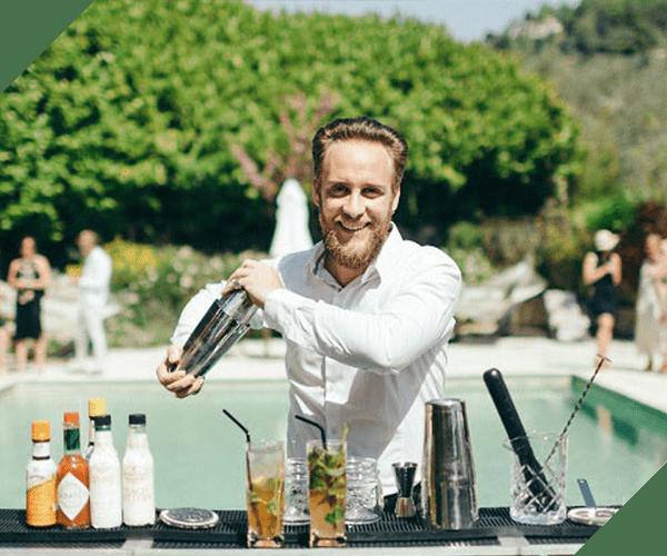 Barman à domicile L'Expérience Cannes barmaid à domicile bar mobile événements mariage anniversaire EVJF